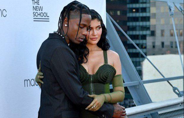 Kylie Jenner revela que está otra vez embarazada