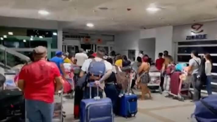 En los recientes vuelos de Conviasa y Láser, con venezolanos repatriados desde Curazao y Aruba, se han presentado varias irregularidades, desde violaciones a los DD.HH., hasta presunto cobro de comisiones.