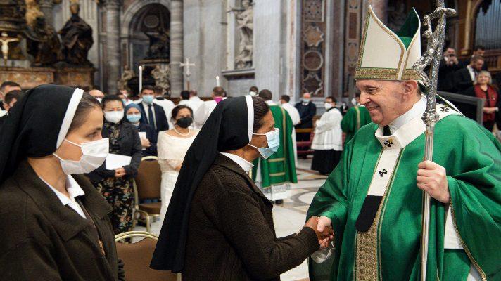 para-su-bendicion-el-papa-francisco-recibe-en-el-vaticano-a-monja-colombiana-liberada-en-mali